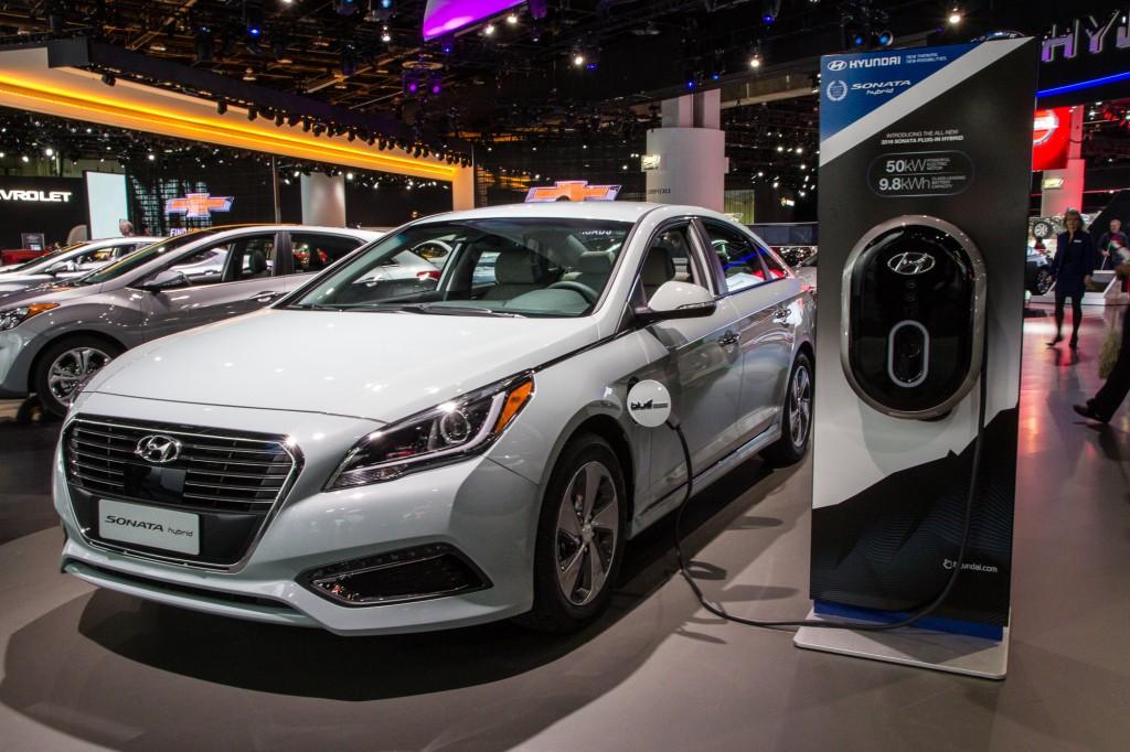 White 2016 Hyundai Sonata Plug In Hybrid Demonstrated At Auto Show